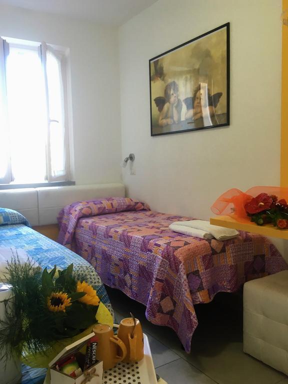 camera piccola con letti separati